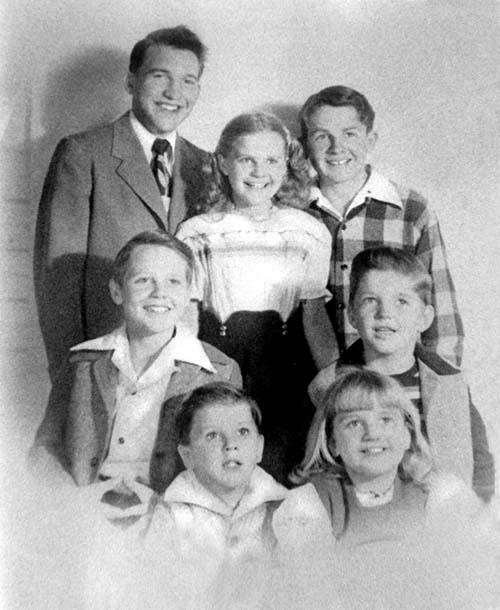 did neil armstrong have siblings - photo #2